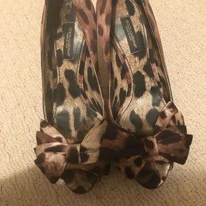 Shoes - Dolce gabbana leopard bow platform pumps 36